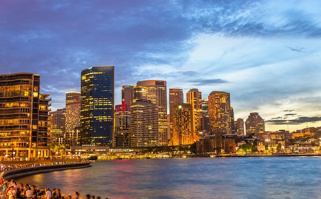 Gratte-ciel du quartier central des affaires de sydney dans la soirée