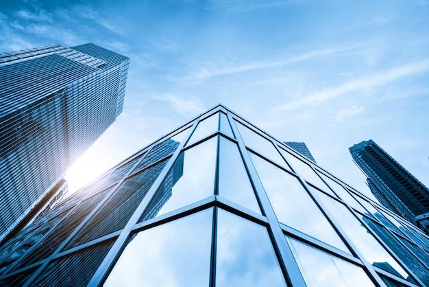 Le gratte-ciel est à qingdao en chine