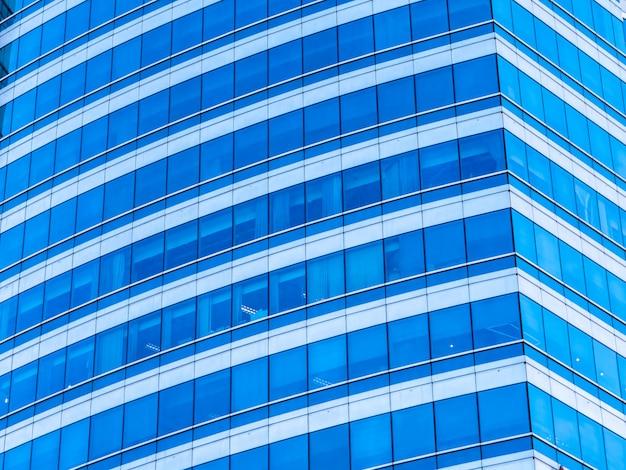 Gratte-ciel immeuble de bureaux d'affaires avec vitre