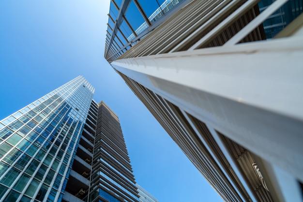 Gratte-ciel modernes dans le quartier des affaires, xiamen, chine.