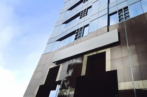 Gratte-ciel modernes dans le quartier des affaires