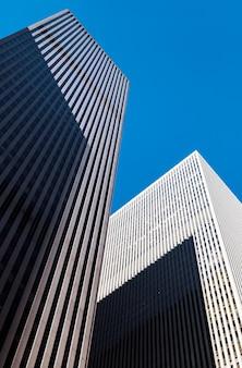Gratte-ciel de new york. architecture moderne de manhattan. manhattan est le plus densément peuplé des cinq arrondissements de new york.
