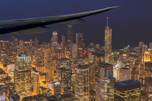 Gratte-ciel de paysage urbain de chicago sous le ciel bleu au beau temps du crépuscule à chicago
