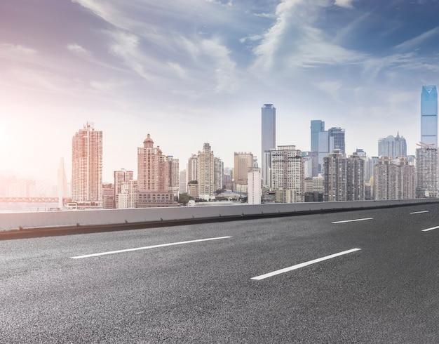 Gratte-ciel toile de fond centre-ville moderne footpath paysage
