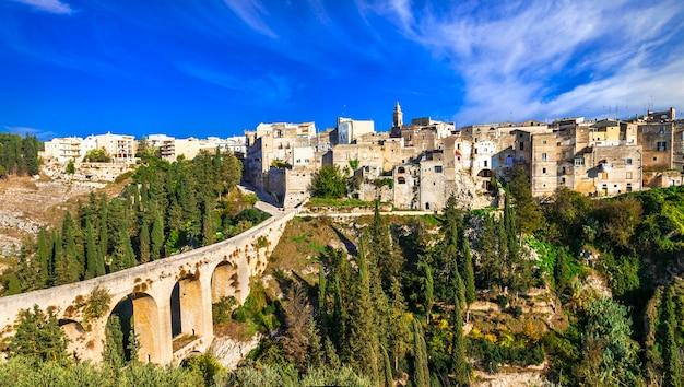 Gravina dans les pouilles, vieux village des pouilles, vue avec pont antique, italie