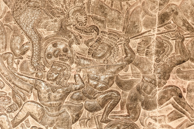 Gravure ancienne dans l'ancien château au cambodge, angkor wat
