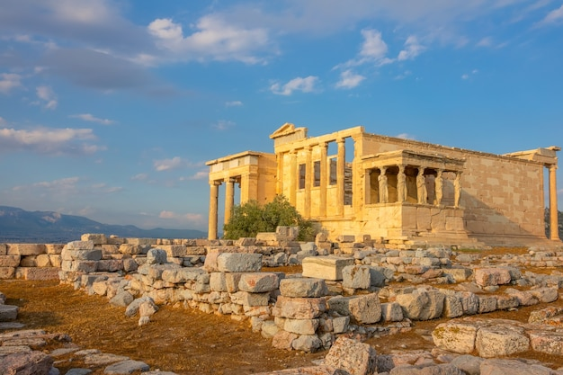 Grèce. athènes. colline du parthénon. temple d'erechthéion