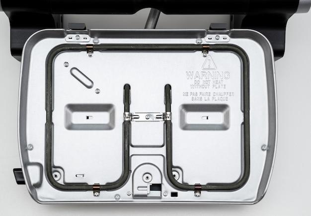 Gril électrique avec couvercle ouvert