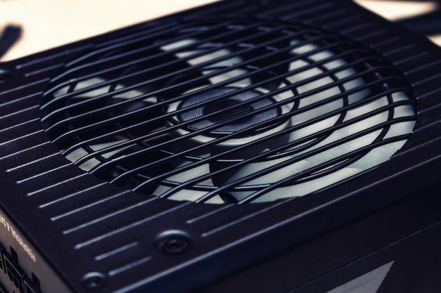 Grill sur ventilateur d'alimentation