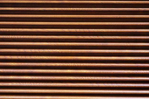 Grille marron à lignes horizontales