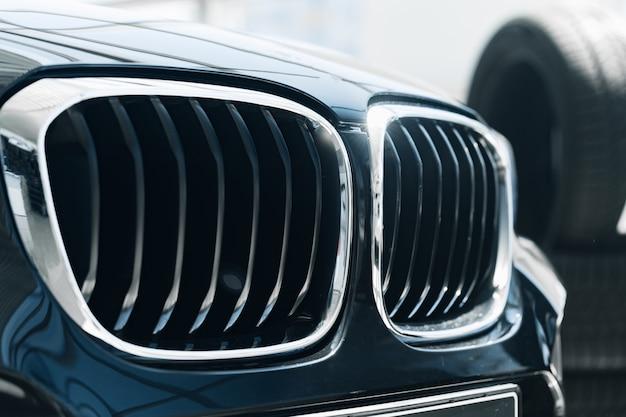 Grille de radiateur d'une nouvelle voiture de luxe