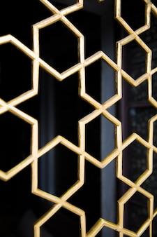 Grilles de fenêtre antiques orientales avec un motif étoile