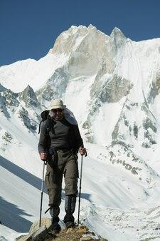 Grimpeur en montagne himalayenne
