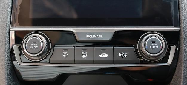 Gros coup de commandes audio de voiture de luxe