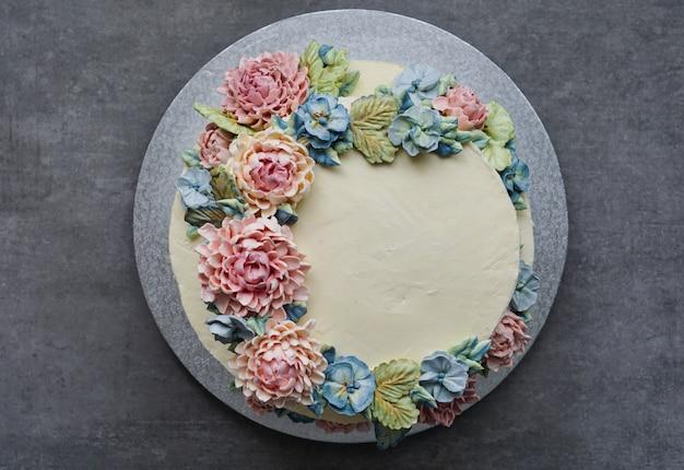 Gros gâteau de mariage