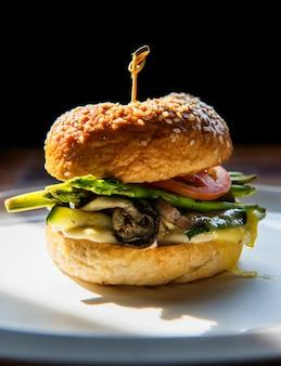 Un gros hamburger
