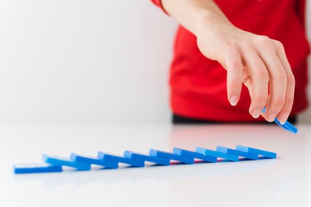 Gros morceaux de domino tombés