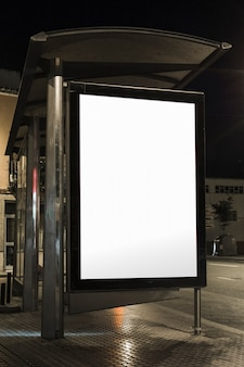Gros plan, de, abribus, billboard, pendant, nuit