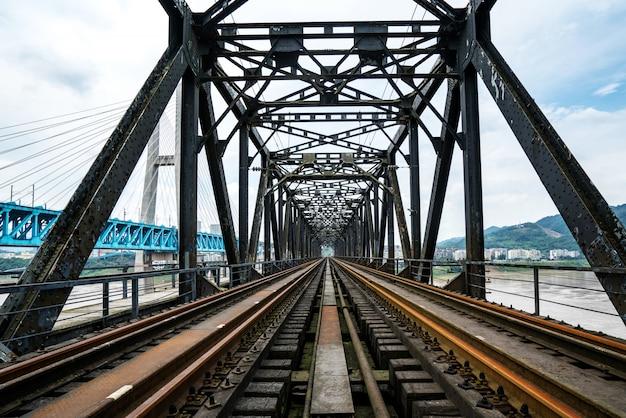 Gros plan, de, acier, pont ferroviaire, chongqing, fleuve yangtze, pont ferroviaire métal, porcelaine