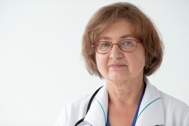 Gros plan sur l'agent de santé