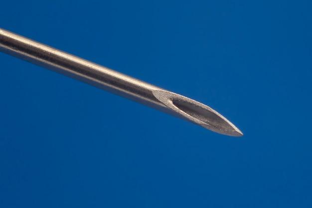 Gros plan d'une aiguille d'injection médicale