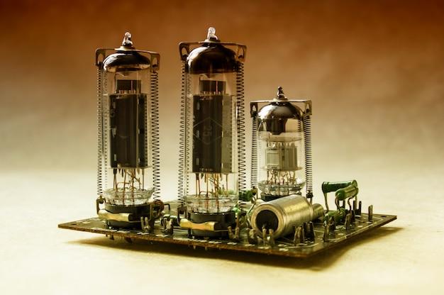 Gros plan sur l'amplificateur à valve