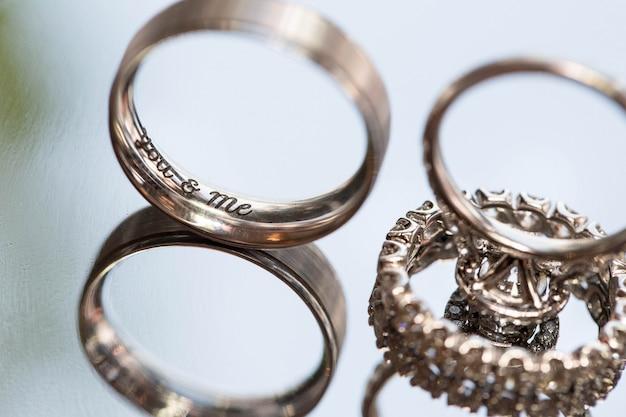 Gros plan anneaux de mariage