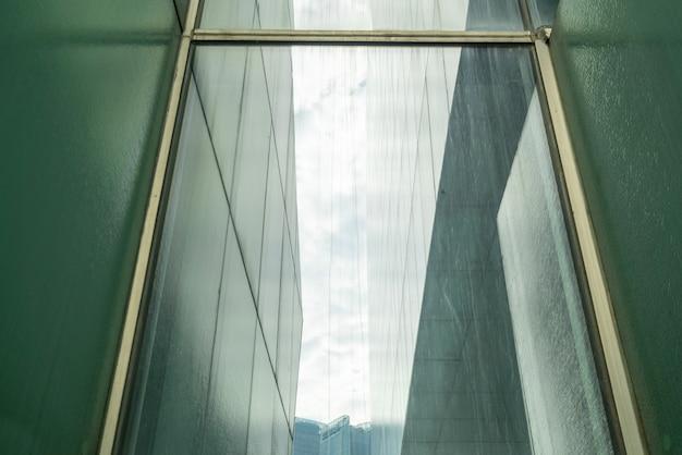 Gros plan sur l'architecture moderne du grand théâtre