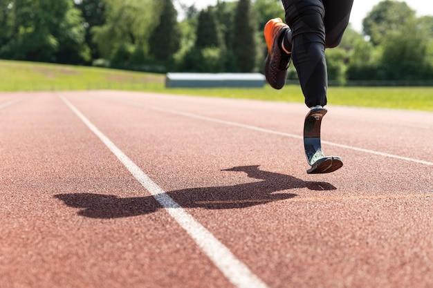 Gros plan sur l'athlète qui court