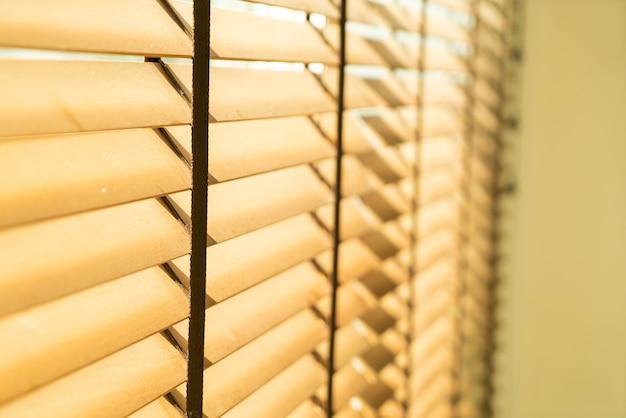 Gros plan en bambou, rideau en bambou, poussin, store vénitien ou store pare-soleil