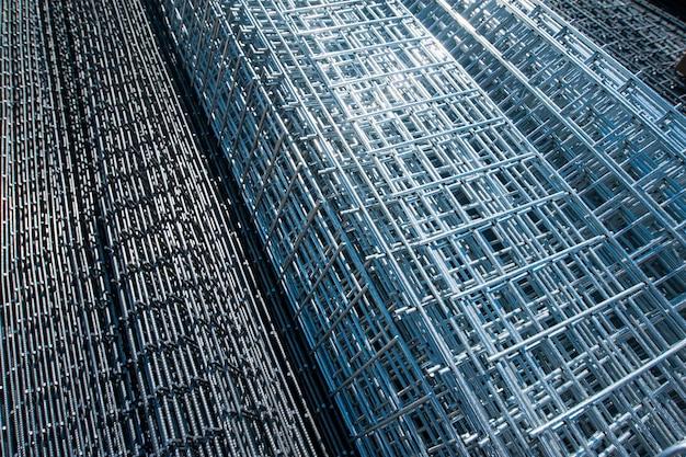 Gros plan des barres métalliques raccords en fer