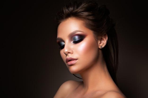 Gros plan, beau, femme, figure, coloré, maquillage