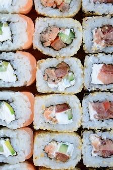 Gros plan, beaucoup, sushi, rouleaux, différentes, garnitures