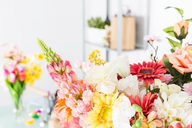 Gros plan de belles fleurs fraîches