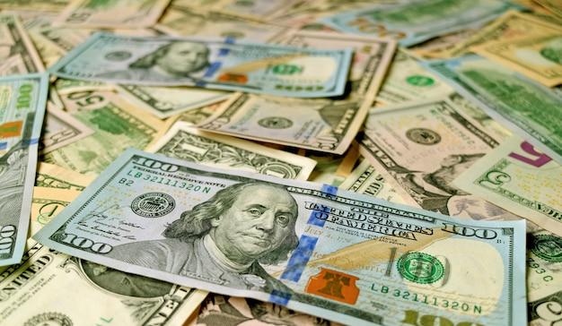 Gros plan des billets d'un dollar des états-unis avec mise au point sélective