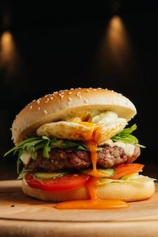 Gros plan, de, boeuf, hamburger