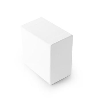 Gros plan d'une boîte blanche sur fond blanc