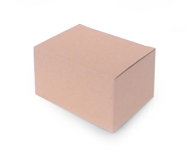 Gros plan d'une boîte sur fond blanc.