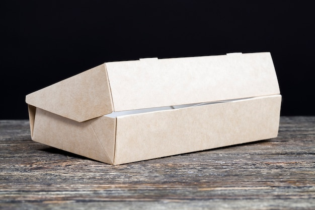 Gros plan sur la boîte de papier sur la table
