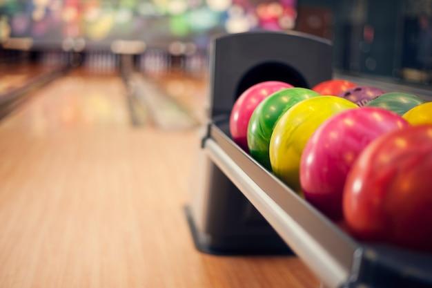Gros plan de boules de bowling