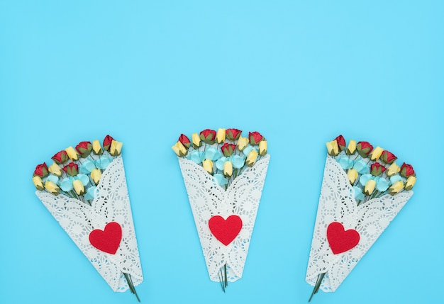 Gros plan sur le bouquet de belles fleurs isolé