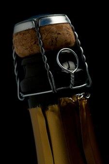 Gros plan d'une bouteille de champagne