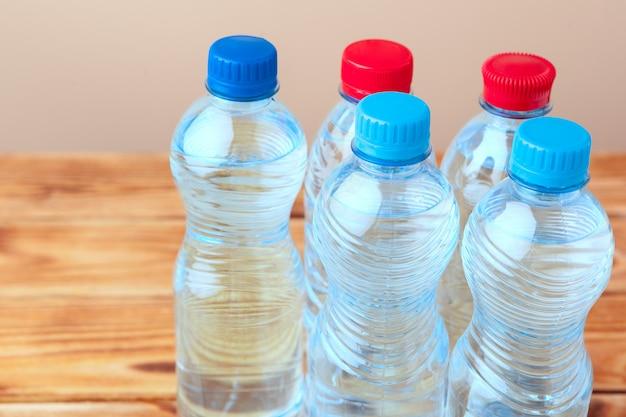 Gros plan d'une bouteille en plastique