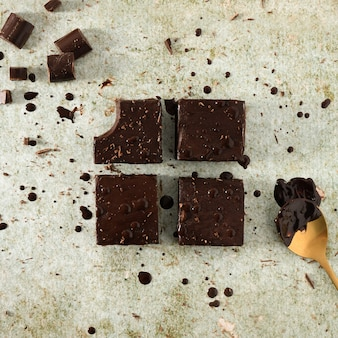 Gros plan de brownies au chocolat