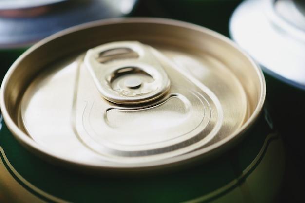 Gros plan, canette de boisson en aluminium