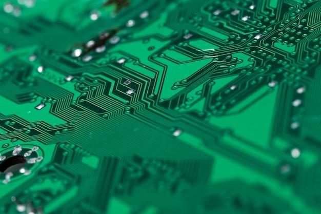 Gros plan d'une carte de circuit imprimé d'ordinateur vert