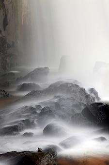 Gros plan de la cascade