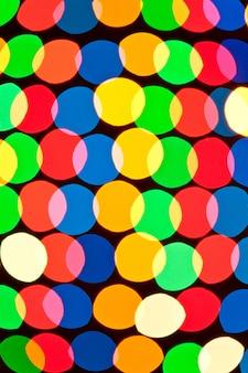 Gros plan sur des cercles colorés brillent