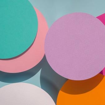 Gros plan des cercles de papier fond géométrique