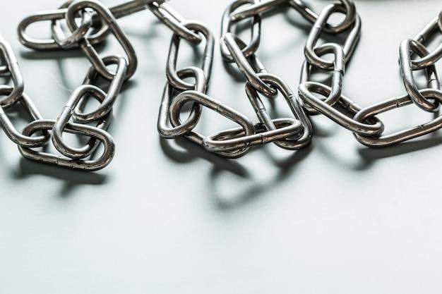 Gros plan, de, chaîne métal, blanc